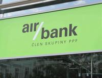 k sníží od 6. června 2013 úrokovou sazbu na svém spořicím účtě a bonusovou sazbu na běžném účtě - Na snímku : pobočka Air Bank