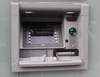 S penězi nemusíte na přepážku, stačí Vám vkladomat. Na snímku bankomat.
