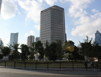 Prázdninové aktuality zestavebních spořitelen. Nasnímku moderní budovy.