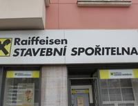 Rychlejší schvalování žádostí oúvěry díky biometrickému podpisu. Nasnímku pobočka Raiffeisen stavební spořitelny.