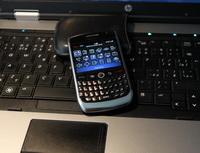 ČSOB a Era rozšiřují funkci QR kódu a přináší další novinky vsmartbankingu. Nasnímku mobil a počítač.