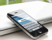 Slovenská Tatra banka spustila vybírání peněz z bankomatů pomocí telefonu. Na snímku mobilní telefon.