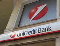 UniCredit Bank nabízí připřevedení úvěru 30% úsporu nasplátce a smartphone zdarma. Nasnímku logo UniCredit Bank.