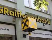 Raiffeisenbank přichází se speciální nabídkou pro matky i otce na mateřské či rodičovské dovolené. Na snímku logo Raiffeisenbank.