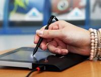 Biometricky podepsaný dokument snižuje riziko jeho zneužití. Nailustračním snímku ukázka elektronického podepisování