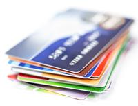 Bezkontaktní karty jsou podle výzkum využívány častěji. Platební nálepky má jen málokdo