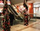 Jaké tři otázky by měly zaznít před podpisem smlouvy o spotřebitelském úvěru? Na snímku vánoční obchodní centrum.