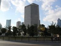 Informace ofinančních institucích naFinparádě. Nasnímku budova.