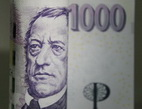 Jaké poplatky zaplatíte při předčasném splacení úvěru nebo naopak při jeho nesplácení? Na snímku je tisícikorunová bankovka.