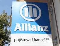 Allianz penzijní společnost - Do druhého pilíře vstupují lidé s vyšší finanční gramotností. Na snímku logo Allianz na pobočce