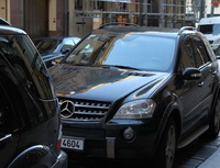 Dávejte si pozor nasvé auto. Nejvíce sevykrádají auta mladší pěti let. Nasnímku zaparkovaný Mercedes.