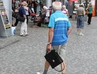 Jak sezajistit nadůchod? Pomůže vám pár užitečných rad. Nasnímku důchodce.