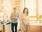 Většina Čechů sdílí výdaje s partnerem. Společně platí dovolenou, ale splácí i půjčky. Na snímku český pár.