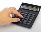 Mylné informace o refinancování půjček často vyvolávají u lidí obavy z přenesení úvěrů do jiné banky. Na snímku výpočet.