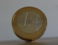 Už víte, čím letos oVánocích obdarujete své blízké? Zkuste pamětní mince. Nasnímku model Eura.