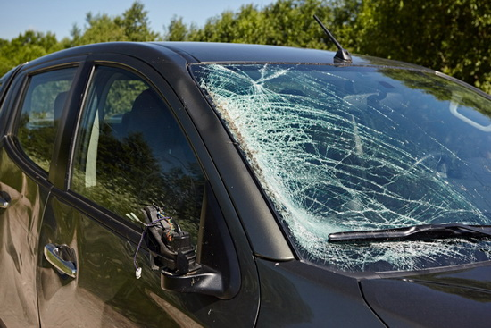 Obrázek: Rozbité okno uautomobilu