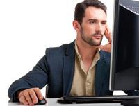 Obrázek: Muž spočítačem