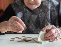 Obrázek: Seniorka spenězi