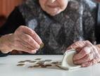 Obrázek: Seniorka s penězi