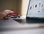 Obrázek: Notebook a platební karta