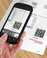 ČSOB a Era - Inovovaný smartbanking podporuje čtení QR kódů. Na snímku: platba faktury načtením QR kódu telefonem